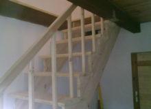 Drewniana poręcz i schody